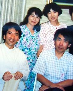 歌人の永田和宏さん(前列右)、小…