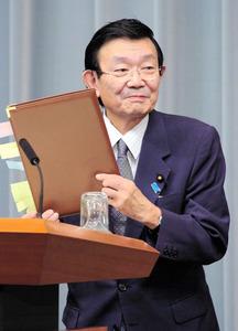 「トランプやルペンと違うのだ日本は」 筆談で与謝野氏