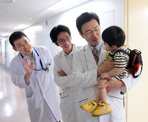 退院の日、岡山大の大藤剛宏教授に…
