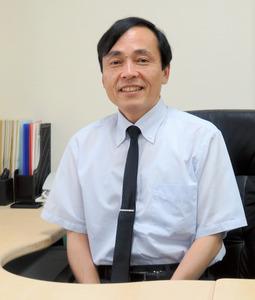 恒藤暁・京都大教授