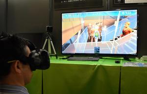 VR使って避難訓練、ゲーム会社が技術応用して開発