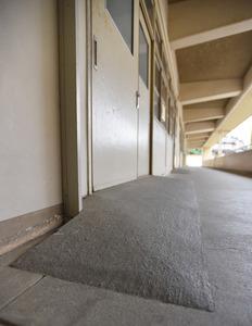 男子生徒の通う教室や保健室の入り…