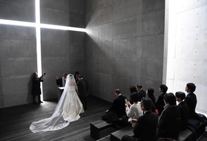 光の教会、東京で再現 結婚式も 安藤忠雄さん個展