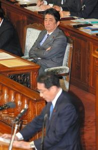 首相、森友・加計「丁寧な説明を重ねてきた」代表質問