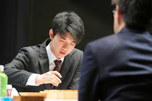 藤井五段、羽生竜王を破る 将棋・朝日杯で公式戦初対戦