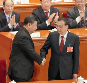 中国李首相、再任も習体制で厳しい立場 結果にも無表情