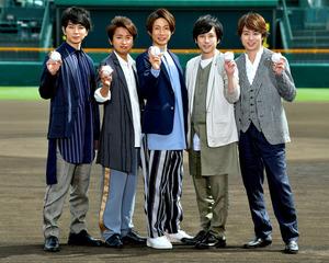 嵐5人、甲子園に立ち大興奮 夏の熱闘「歌で背中押す」