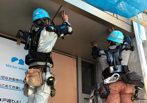 ロボットスーツ、作業員の味方 積水ハウスなど続々導入