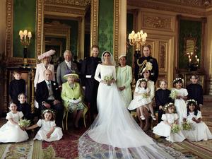 英王室が新たな家族写真を公開 ハリー王子結婚式