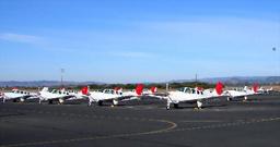 写真:8月に訓練が終了した日本航空ナパ運航乗員訓練所の駐機場には、今も日航の塗装を施した訓練機が並んでいる=9日午前、米カリフォルニア州ナパ