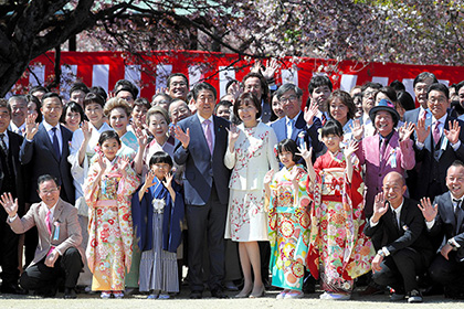 【Asahi.com article】【Today's English】Abe scraps next year's cherry blossom event as questions mount