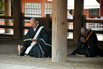 【Asahi.com article】【Today's English】German monk passes exam to become a chief priest in Nara