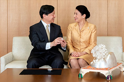 【Asahi.com article】【Today's English】Empress Masako turns 56, touched by outpouring of public affection