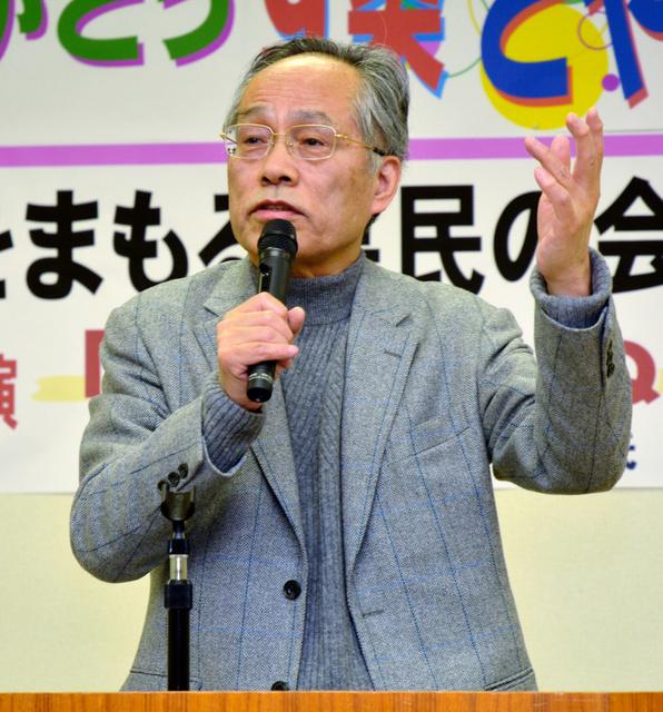 講演する佐高信さん=富山市下新町 富山)佐高さん講演「国民あっての国」(2014/02/12)