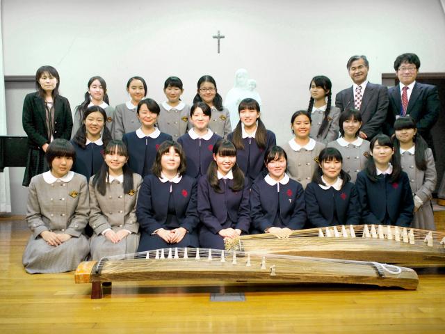 15日のリンク栃木ブレックスの試合前に演奏を披露する宇都宮海星女学院箏曲部
