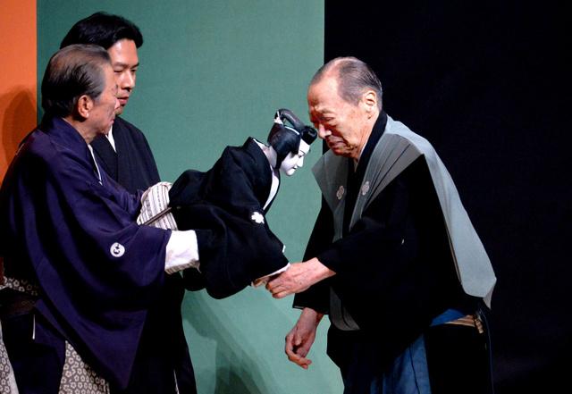 文楽・竹本住大夫さん、万感の思い込め大阪最後の舞台 - ツイナビ   ツイッター(Twitter