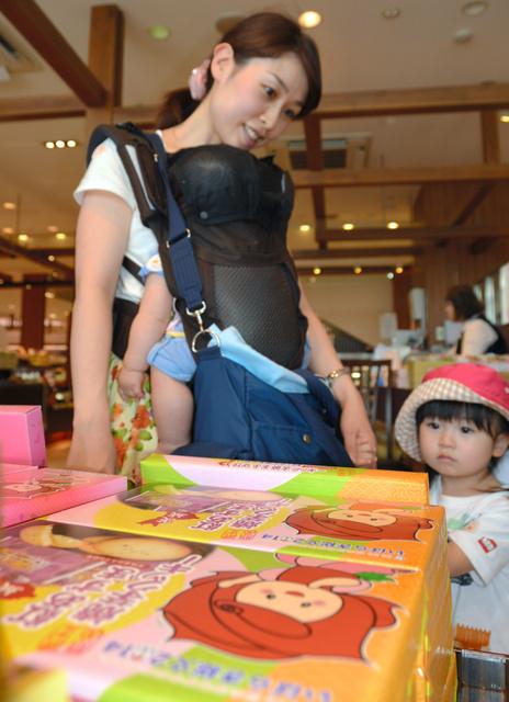 「ふれあちゃん」をデザインした商品は7月31日の大会最終日まで購入できる=水戸市宮町1丁目のエクセルみなみ