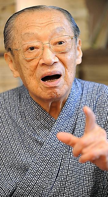 写真・図版 竹本住大夫さん。「口を開けたまま息をとめるには、腹と腰に力が要りますな... (息を