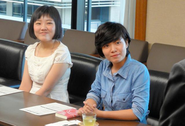 ウー・チアユーさんとホアン・ティ・ヴァン・アンさん(左から)=熊本市中央区水前寺6丁目