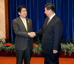 新華網北京11月10日電 國家主席習近平10日在人民大會堂應約會見來華出席亞太經合組織領導人非正式會議的日本首相安倍晉三。