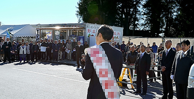 演説する栃木3区の候補者=6日、那珂川町