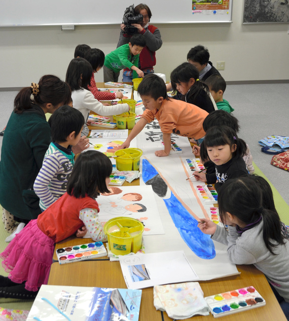 新幹線の紙芝居作り、黒部宇奈月温泉駅の住民