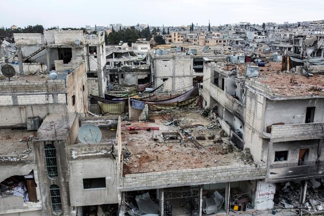 「イスラム国」が撤退したシリア北部アインアルアラブ(クルド名コバニ)では30日、建物ががれきと化していた=AP