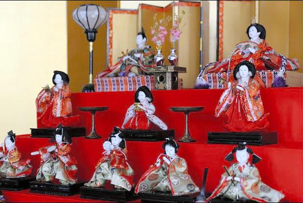 写真・図版 故ケネディ米元大統領へ贈られたひな人形=在札幌米国総領事館提供 前へ ... ケネデ