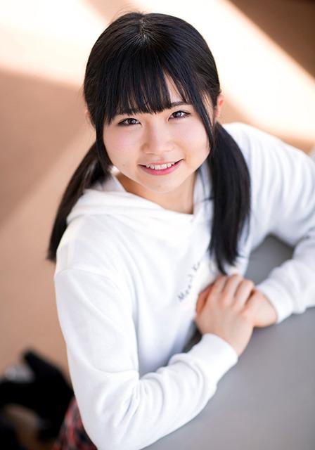 14歳。「おにぎり」「みかん姉妹」などキャラが豊富。歌や演技で素質が光る=遠崎智宏撮影