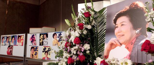 2014年12月9日、土井たか子さんの地元・兵庫県西宮市で開かれたお別れの会では、「がんこに平和」の合言葉が入った土井たか子さんのポスターが飾られた