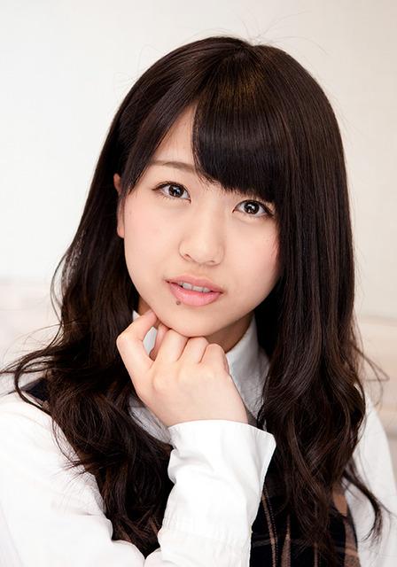 19歳。主張が実ってか、最近、セクシー担当の仕事が増えてきた。先輩の小嶋陽菜を尊敬している=品田裕美撮影