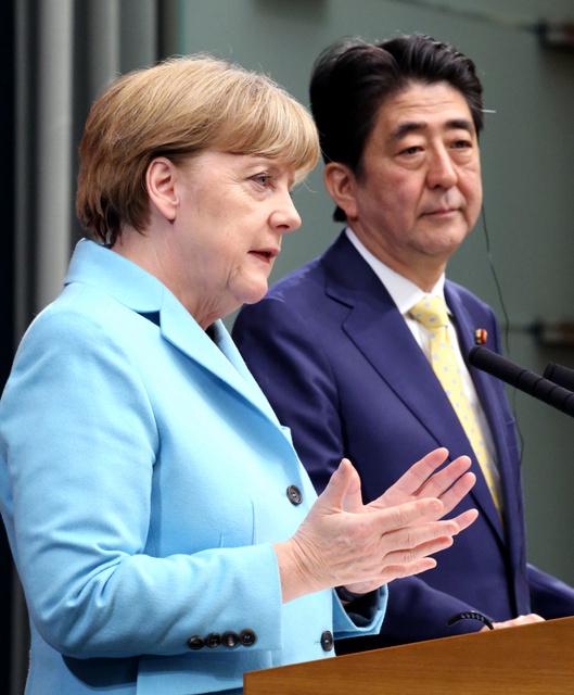 安倍晋三首相は9日、首相官邸で来日中のドイツのアンゲラ・メルケル首相(... メルケル首相「過去