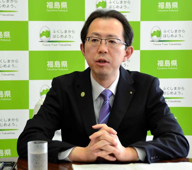 インタビューに答える内堀雅雄知事=福島県庁