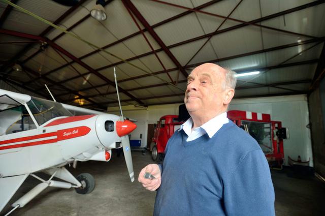 写真・図版 ルビッツ副操縦士が所属したモンタバウアーの航空クラブで語る名誉会員のエ... パイロ