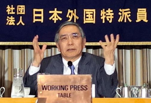 日本銀行の金融緩和が「所期の効果を発揮している」と強調する黒田東彦総裁=3月20日、東京・有楽町の日本外国特派員協会、福田直之撮影