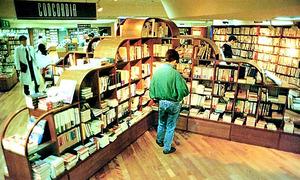 1989年にリブロ本店に設置された専門書の棚「コンコルディア」。上から見ると十字形だった=幡谷正樹さん撮影、講談社「まるこメイト」第1号から