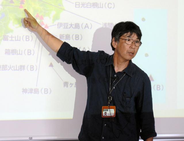 国内の活火山を紹介する藤縄明彦教授=茨城大