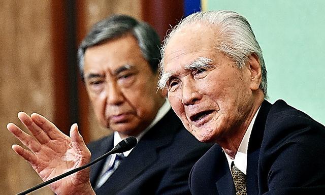 村山富市元首相(右)と河野洋平元官房長官=9日、日吉健吾撮影