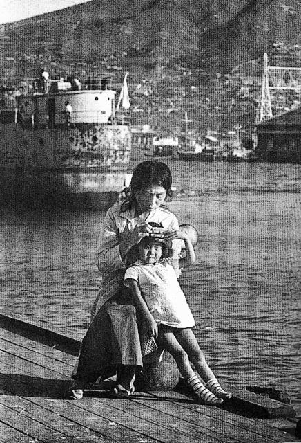 戦後も韓国にとどまる日本人女性=1964年、釜山(桑原史成さん提供)