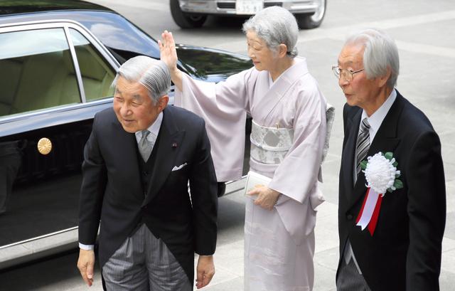 両陛下、日本芸術院授賞式に ...