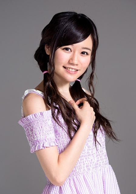 16歳。愛称は、こみはる。王道アイドルを目指し、握手会での対応も好評=慎芝賢撮影
