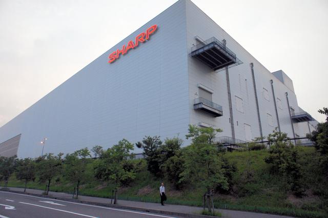 液晶パネルなどをつくっているシャープの亀山工場=3日、三重県亀山市