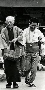 「男はつらいよ 寅次郎恋歌」(山田洋次監督、1971年)の志村喬(左)と渥美清=松竹提供