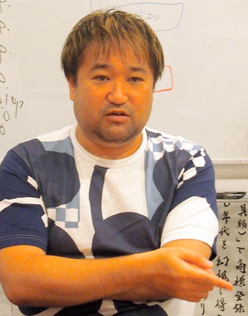 「ゲンロンカフェ」を運営する思想家の東浩紀さん
