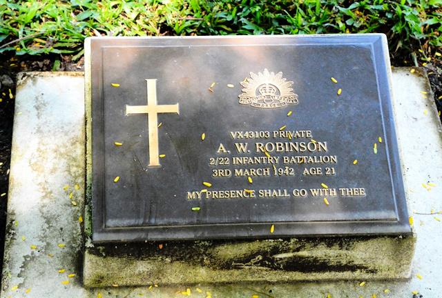 ラバウルで見つけたアーサー・ロビンソンさんのお墓