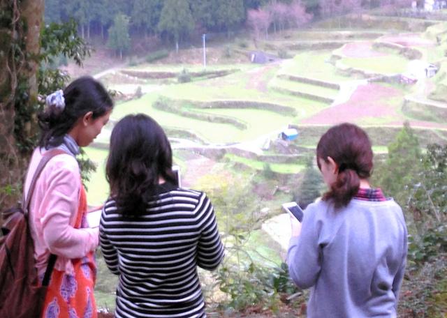 「上勝@クエスト」で参加者は謎を解きながら棚田など町の自然に触れられる=「たからものがたり」提供