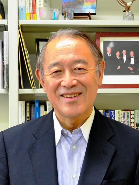 藤崎が教える上智大の研究室には歴代大統領との記念写真も