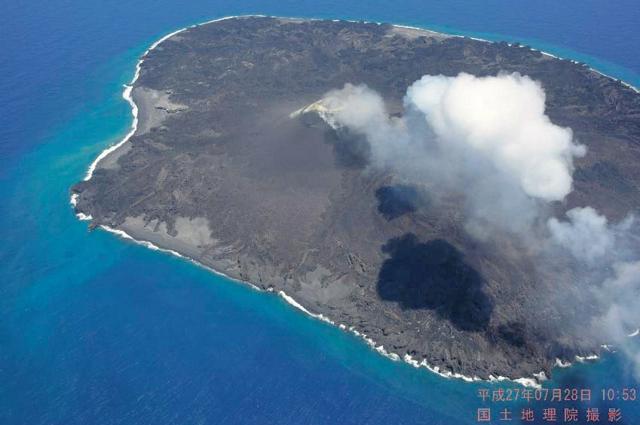 7月28日に撮影された西之島=国土地理院提供
