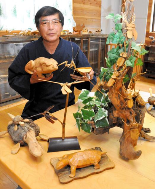 竹細工を示す植木広美さん。地域おこしが制作の発端だった=矢板市越畑