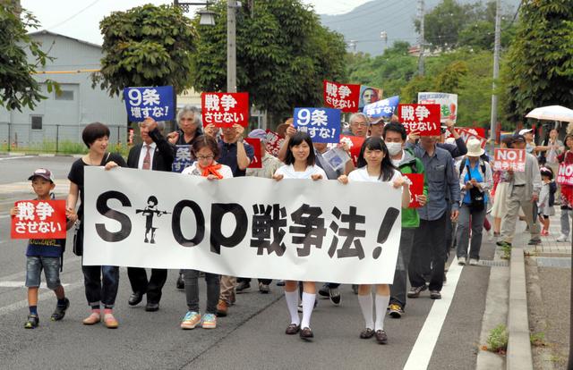 集まった市民らが安保関連法案の廃案を訴えて市内を... 滝沢修に関するトピックス:朝日新聞デジタ